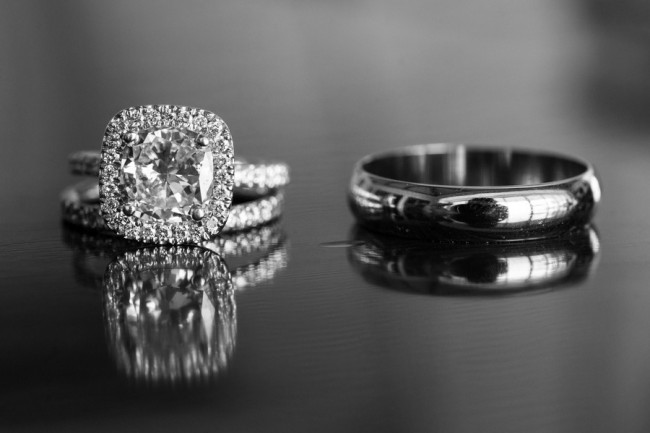 his-and-hers-wedding-ring-photo_full