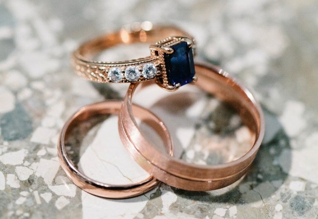 sapphire-engagement-ring-rose-gold-setting_full
